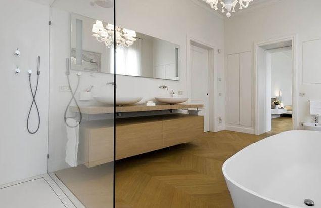 Drewniany parkiety w łazience