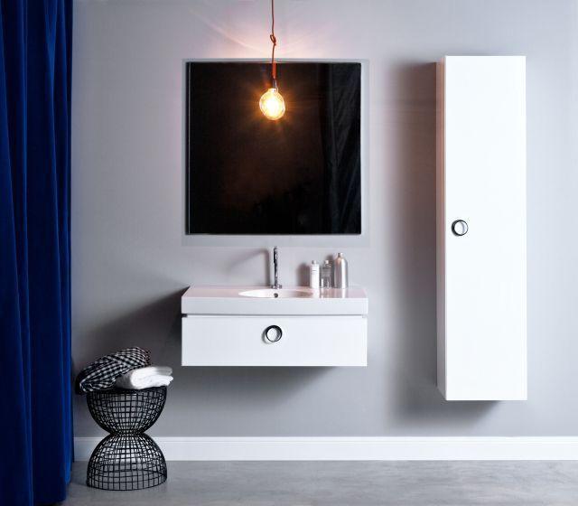 Nowoczesna łazieka - druciane krzesło