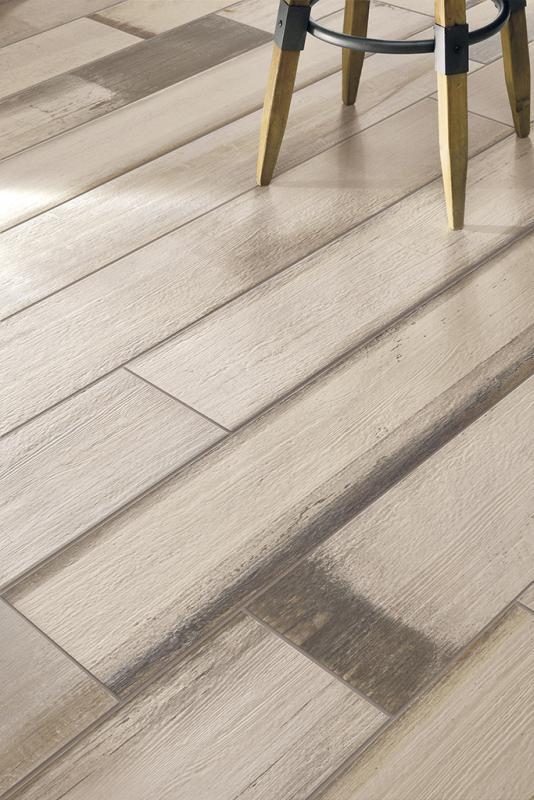Płytki z efektem łuszczącej się farby Painted Wood Comfort White Fioranese