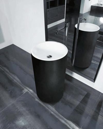 stojąca czarna umywalka z białym wnętrzem Luxum