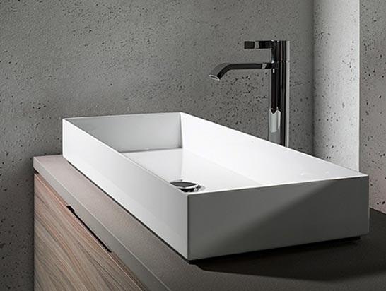 Nowe trendy łazienkowe - smukłe i wyraźne linie ceramiki