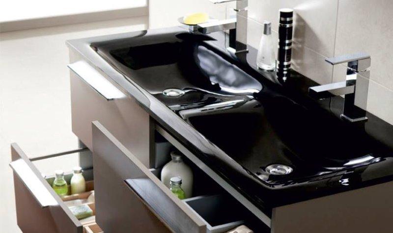 czarna szklana umywalka firmy Elita