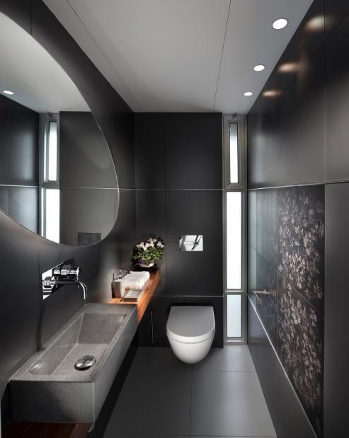 Inspiracje na aranżację wąskiej łazienki w ciemnych kolorach