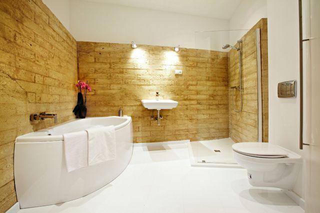 Laminate floor in bathroom