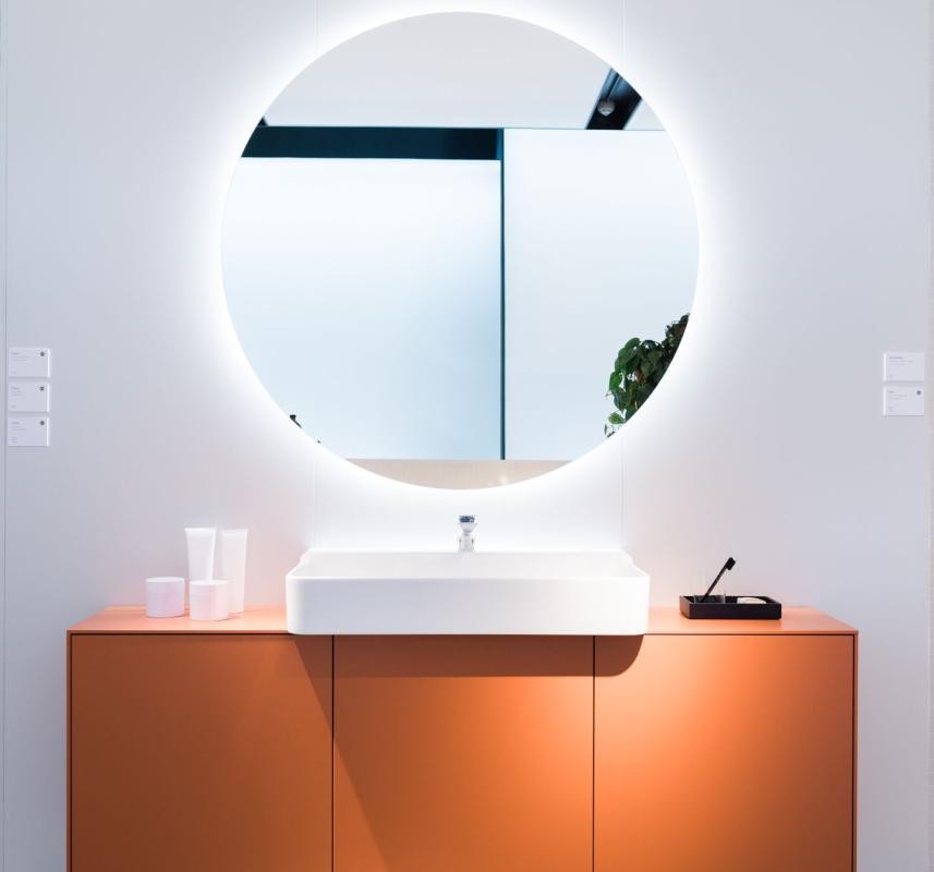 Umywalka i meble Conca, lustro Mood