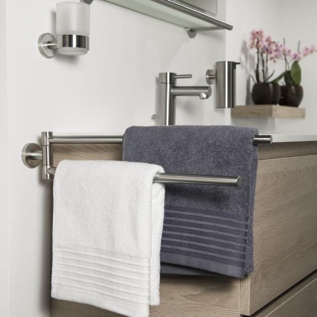 akcesoria łazienkowe z kolekcji Boston Stal marki Tiger - Coram