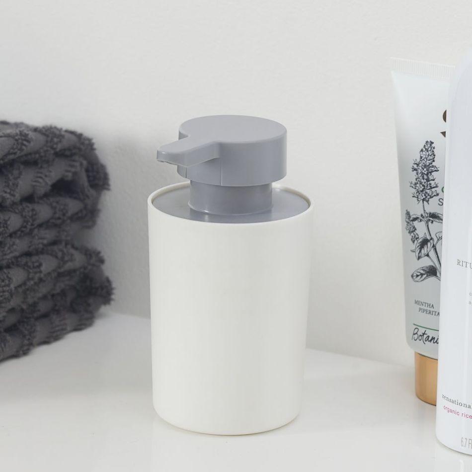 Minimalistyczna łazienka - jak dobrać akcesoria