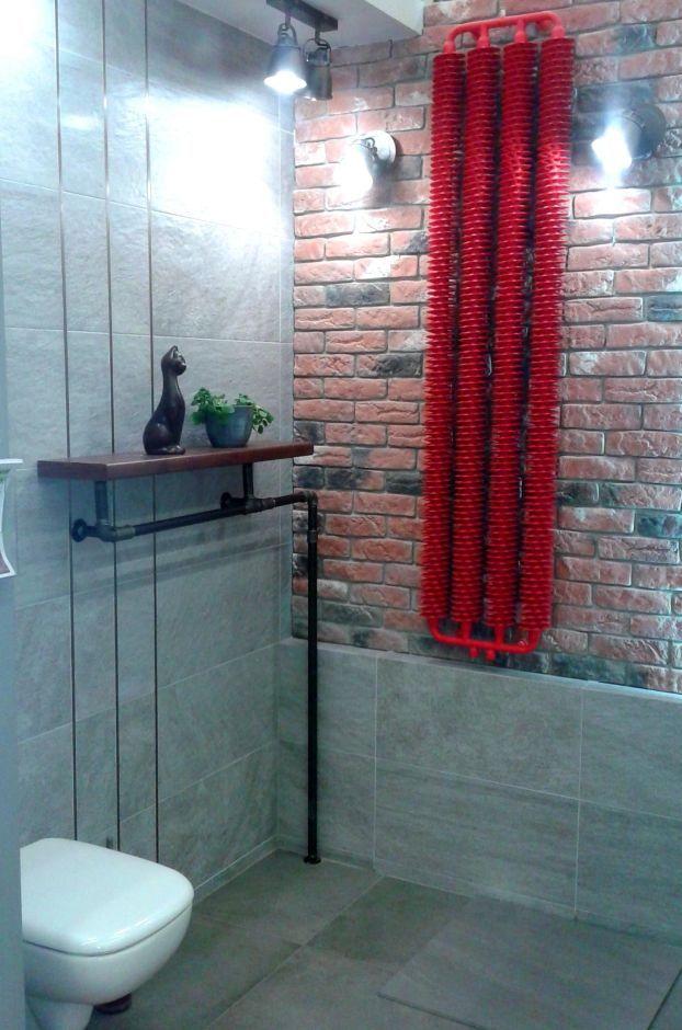 Półka w łazience nad grzejnikiem