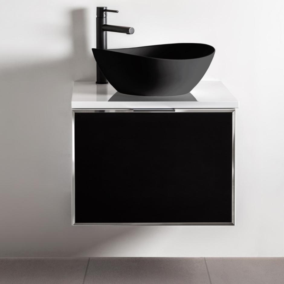 Czarna łazienka - meble i ceramika