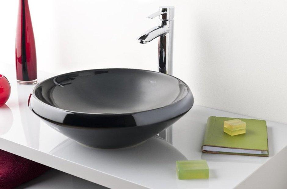Czarna umywalka nablatowa