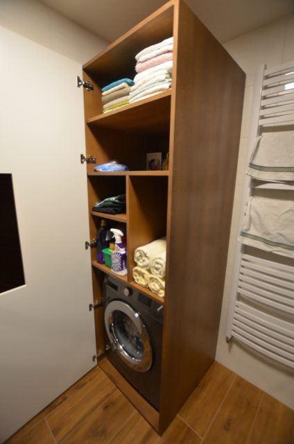 Dębowe meble łazienkowe na wymiar - szafa gospodarcza do zabudowy pralki