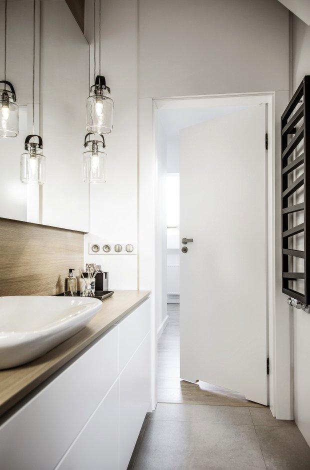 Drzwi do małej łazienki