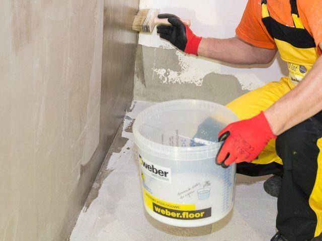 Hydroizolacja łazienki w 9 krokach - gruntowanie
