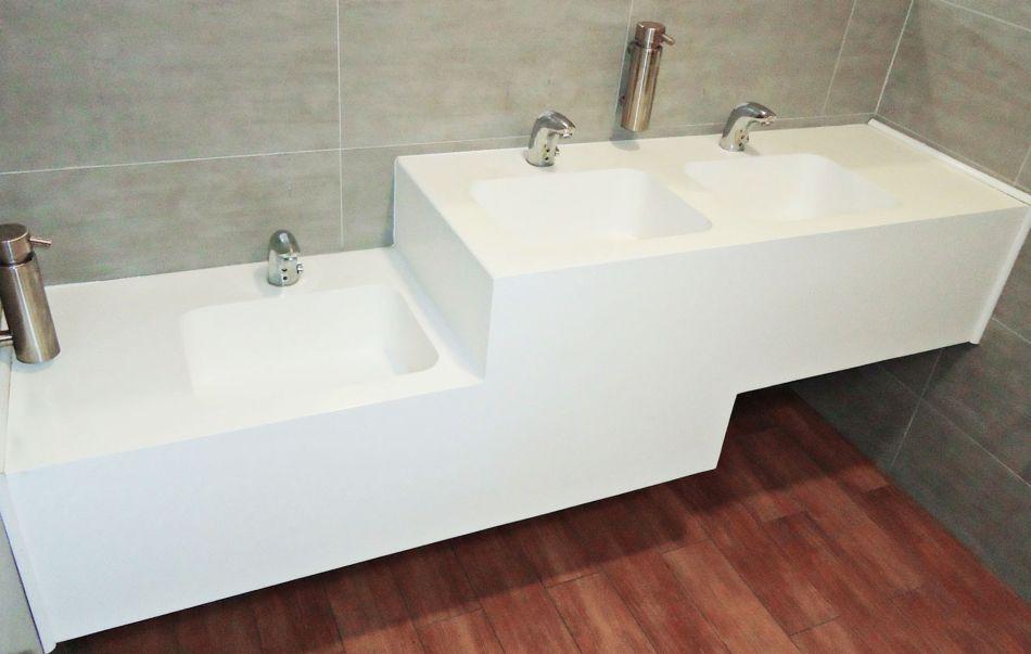 Umywalki wielostanowiskowe przeznaczone do użytku powszechnego na indywidualne zamówienie