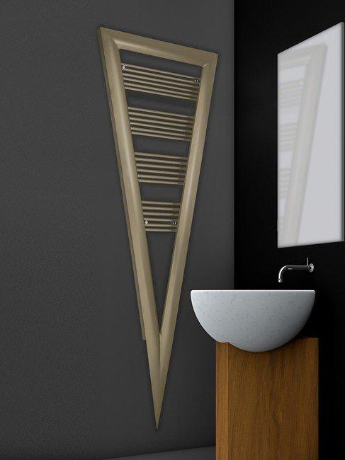 Grzejnik łazienkowy w kształcie trójkąta