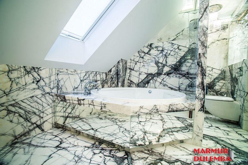 Naturalna łazienka - inspiracje kamieniem