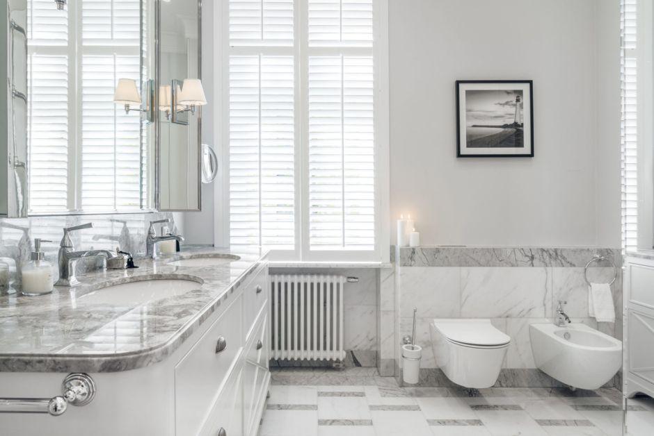 Marmur w łazience - podłogi, ściany, dodatki