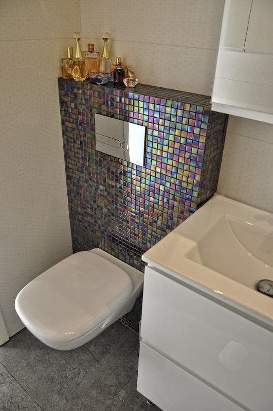 Łazienka ożywiona kolorami - mozaika DUNIN Jade 521