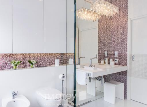 Ożywienie łazienki kolorami - fiolet w łazience