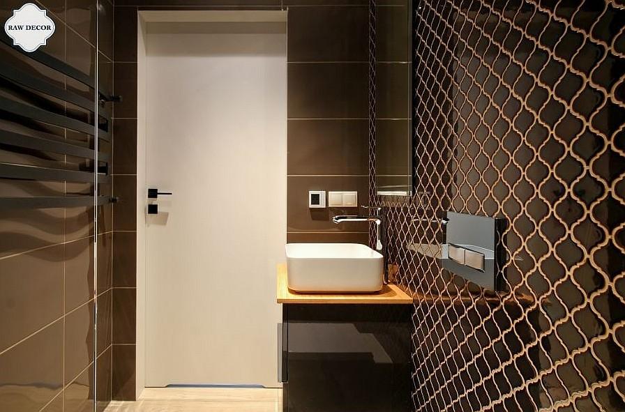 brązowy w łazience
