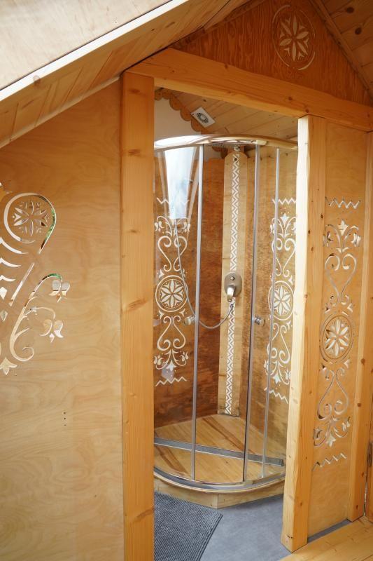 Łazienka w styl zakopiańskim - drewno