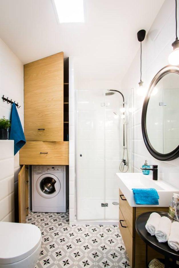 Mała łazienka z pralką w zabudowie