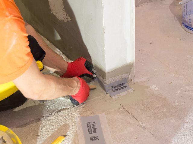 Hydroizolacja łazienki w 9 krokach - izolacja narożników i przejść rur