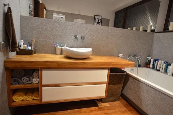 drewniana szafka łazienkowa z otwartymi półkami - Edar