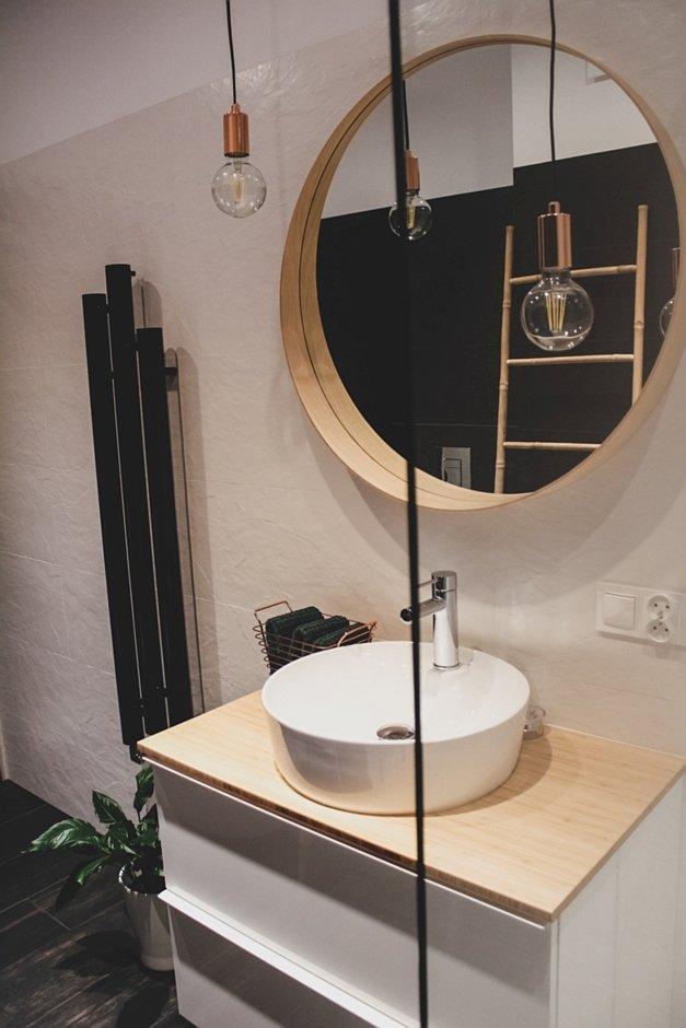 Okrągłe lustro w eko łazience
