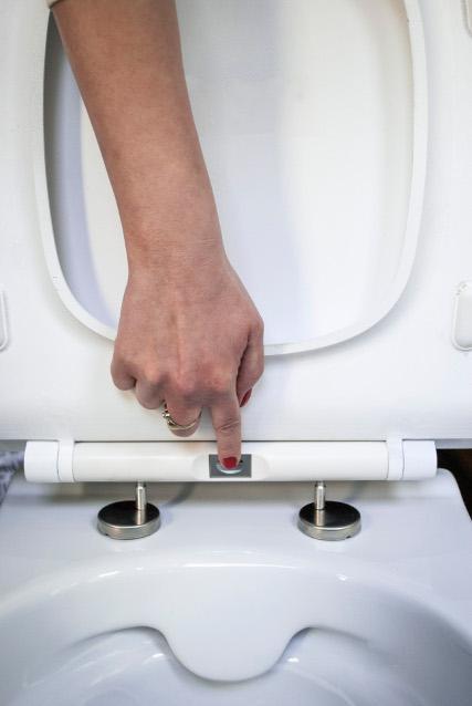 miska bezkołnierzowa z łatwym montażem deski sedesowej