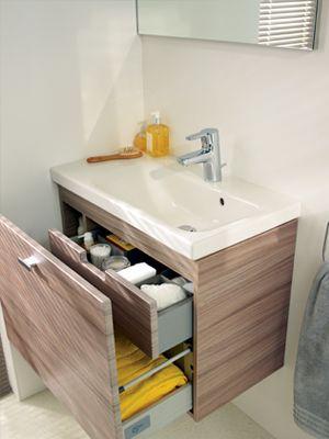 Szafka z szufladami w małej łazience