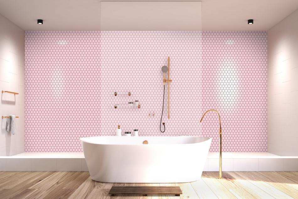 Różowa ściana w łazience - mozaika Raw Decor