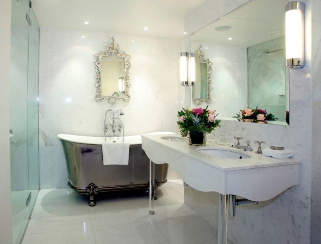 Łazienka w stylu wiktoriańskim - lampy