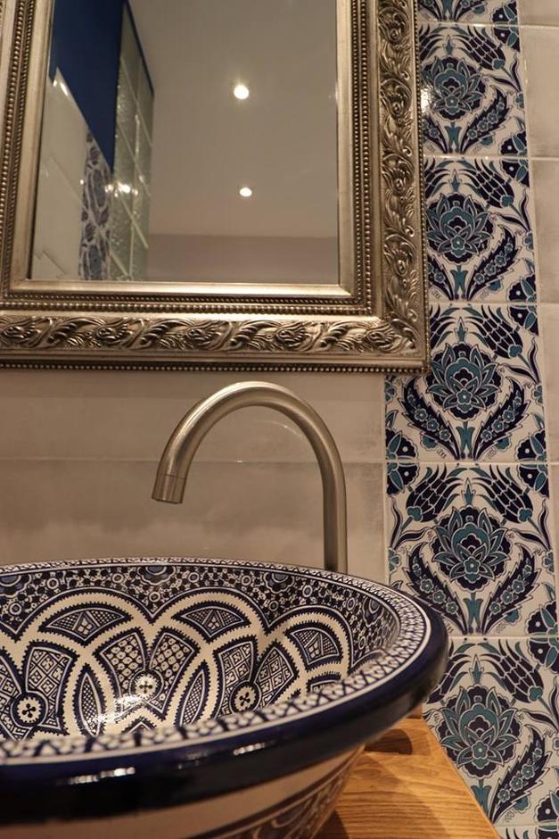 Umywalka nablatowa w stylu marokańskim