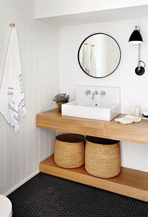 Hexagon mały, czarny, matowy na podłodze w łazience w stylu rustykalnym