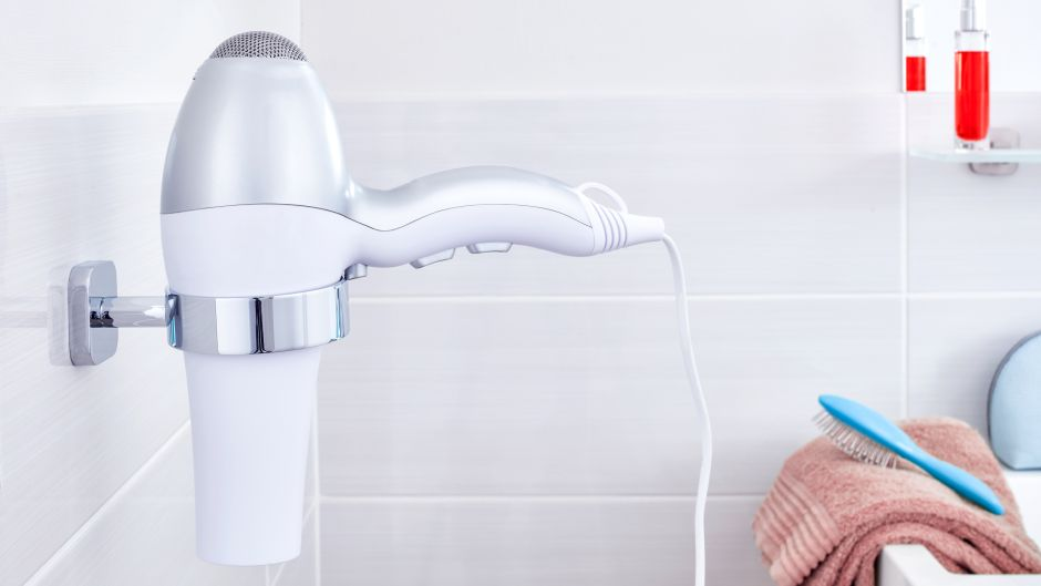 Metamorfoza łazienki bez remontu: 5 sprytnych sposobów na łazienkowe akcesoria
