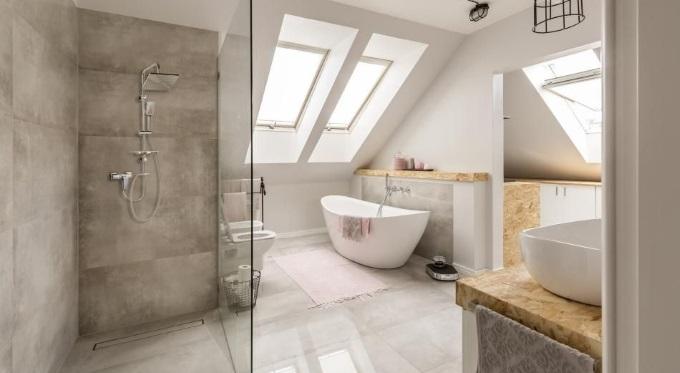 Łazienka z kabiną i wanną - nowy trend