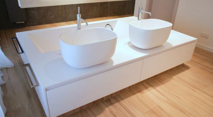 Wygodna łazienka - umywalki podwójne na wymiar